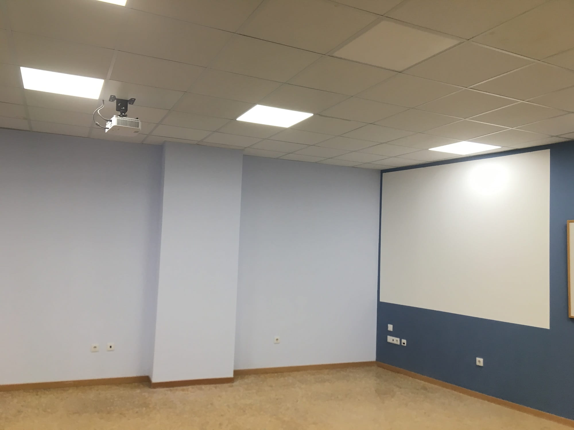 AREA FORMACION VALENCIA - CENTRO POETA ALBEROLA - AULAS_AUDIOVISUAL 2000X1500-min
