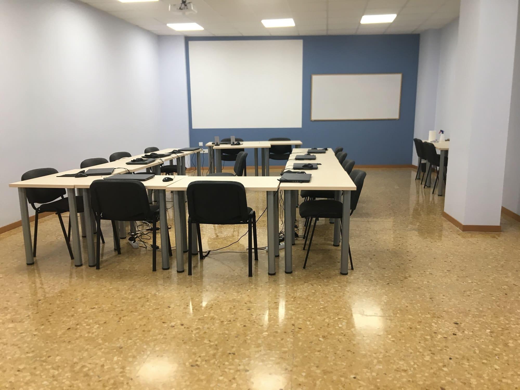 AREA FORMACION VALENCIA - CENTRO POETA ALBEROLA - AULAS_ORDENADORES 2000X1500-min